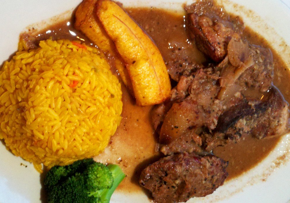 Masitas platter with plantains, rice and broccoli