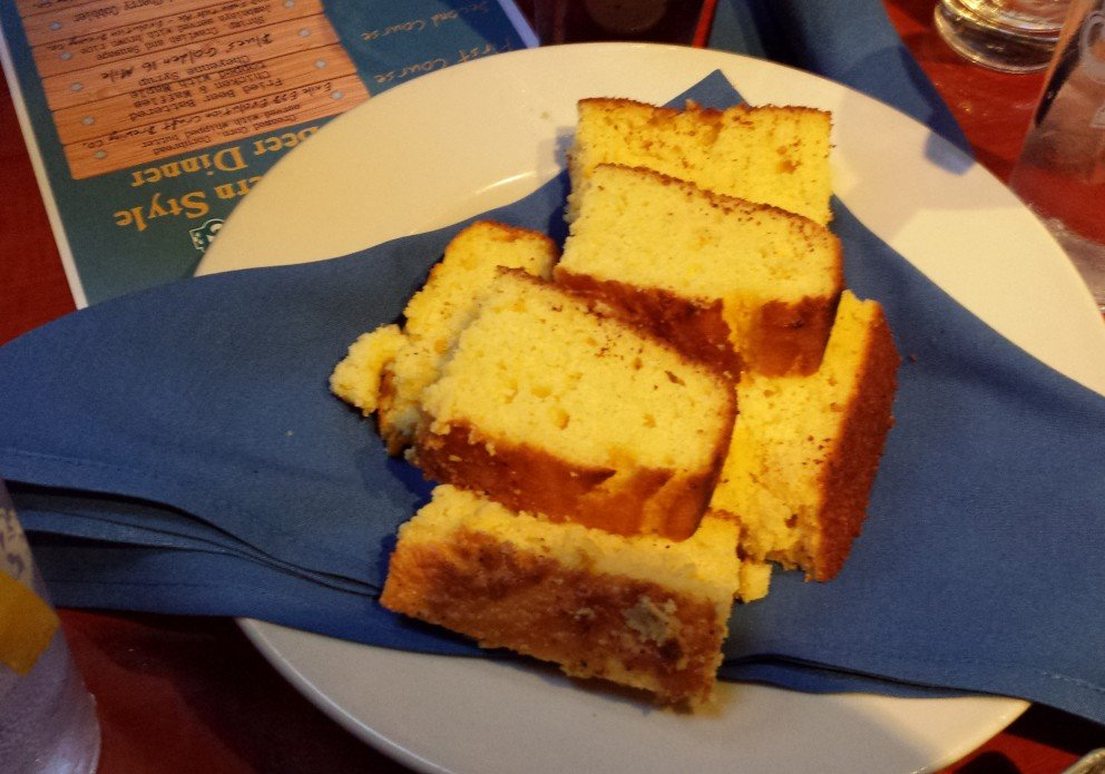 Delicious cornbread. Sometimes it's there, sometimes not.