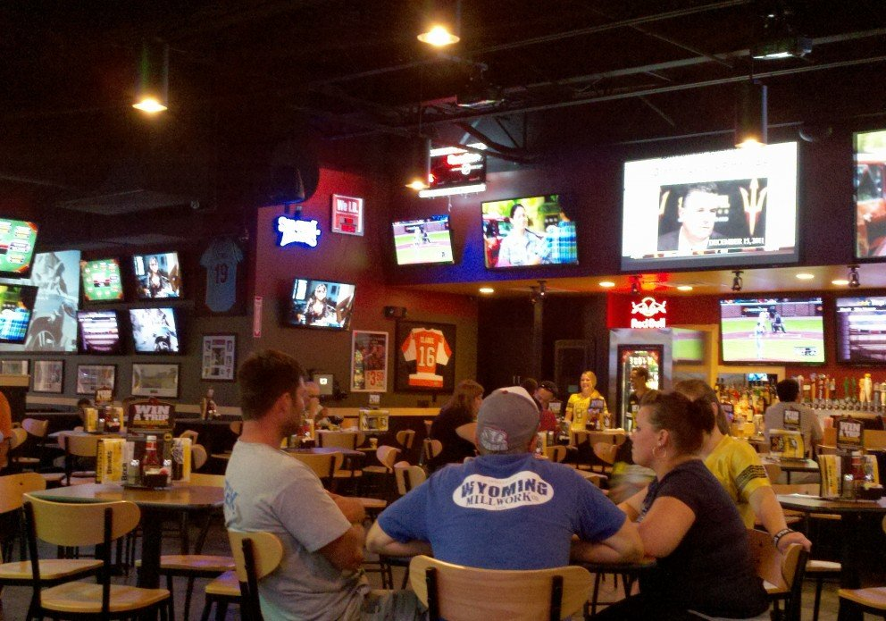 BWW wide shot toward front and bar