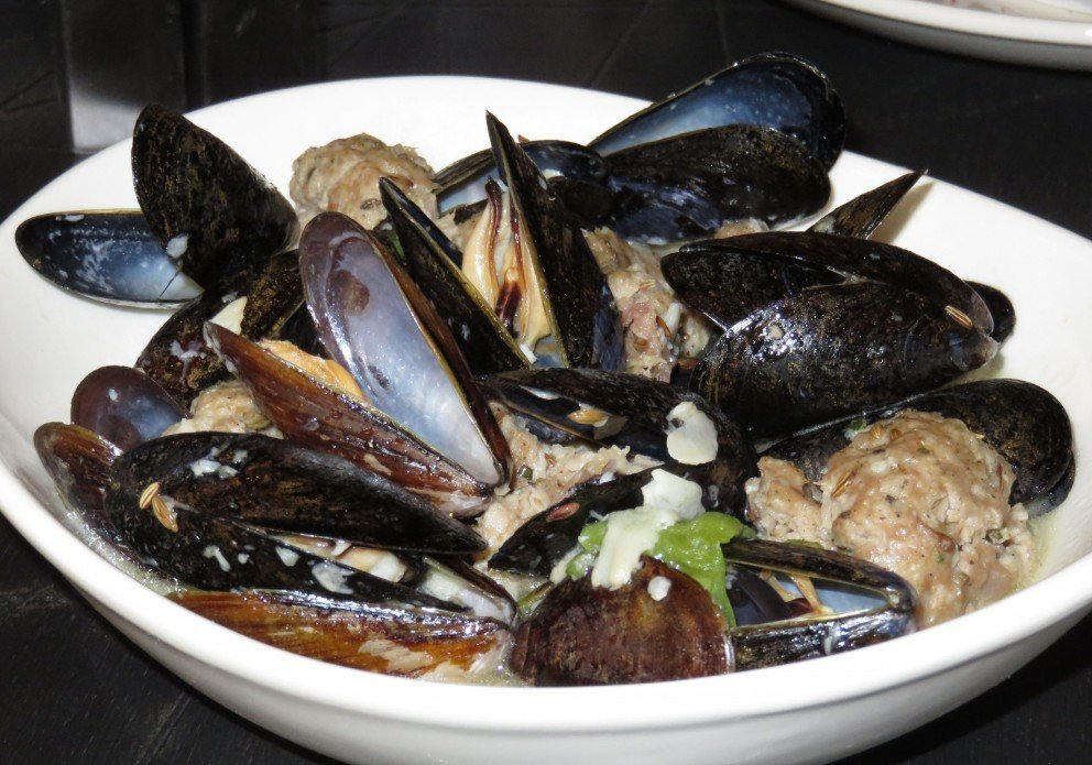 mussels with spicy fennel sausage.