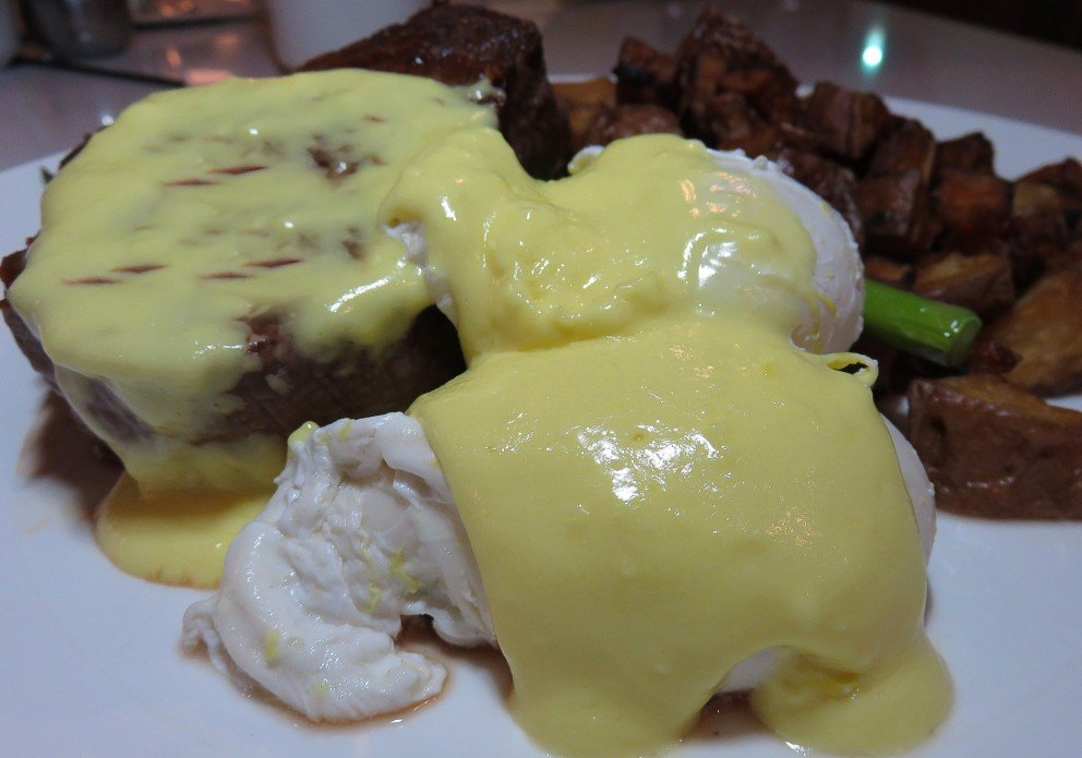 Nage F+F steak & eggscrenh