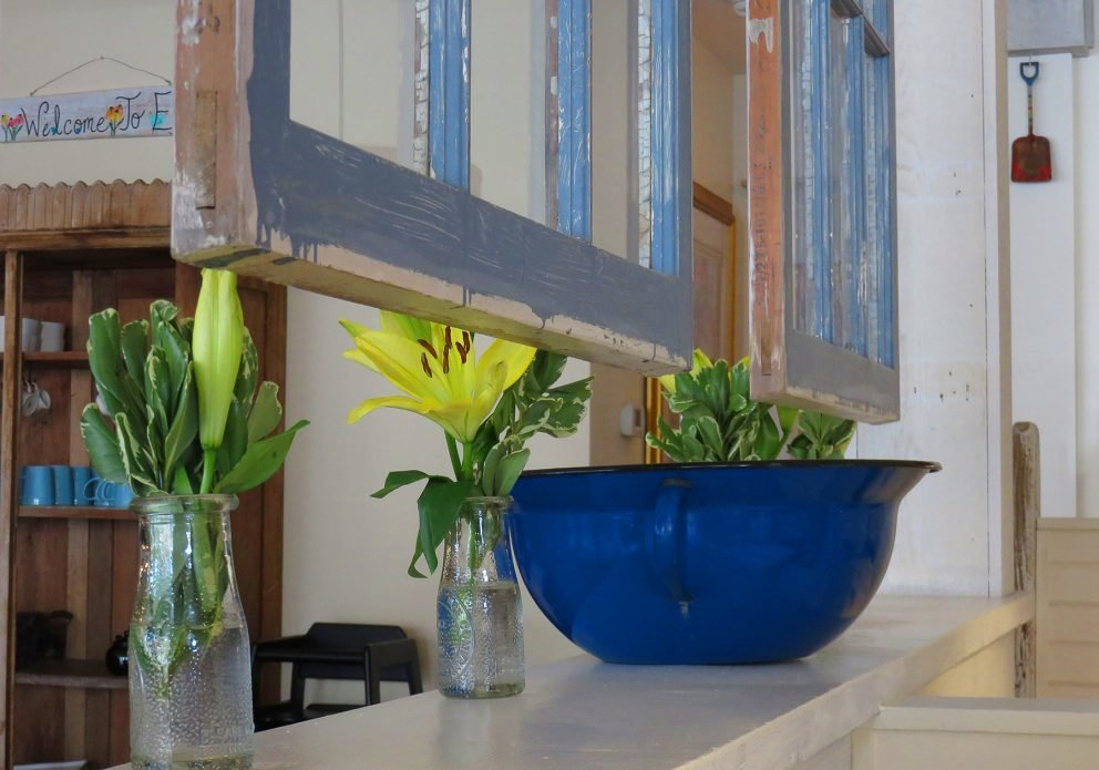 EGG bowl shelf windowscrenhsized