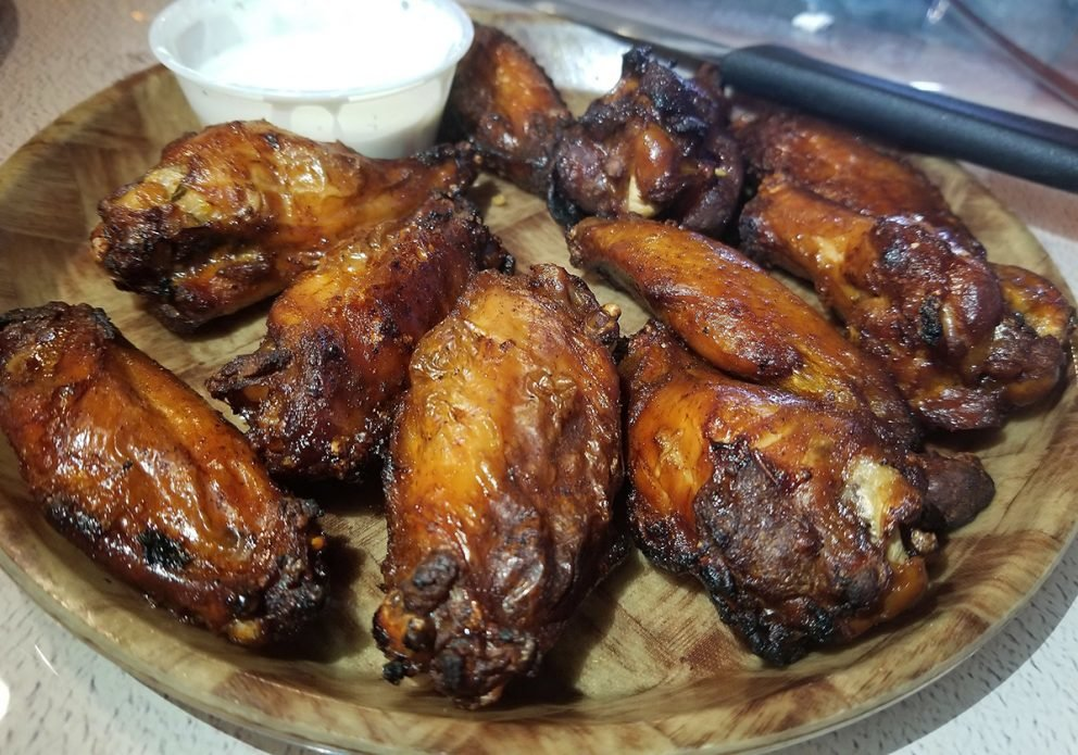 HOOTERS smoked wingscrenhsized